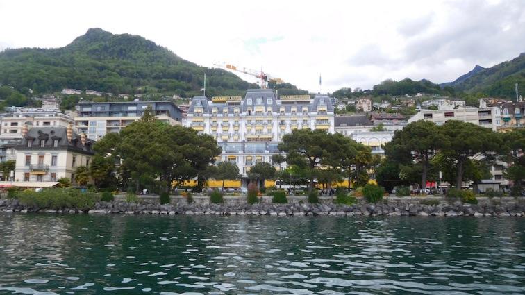 """Un des grands hôtels de """"la riviera"""" à Montreux"""