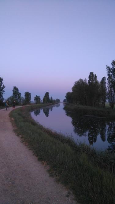 Le canal de Castille, peu après le départ