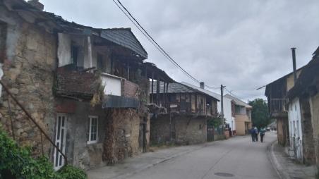 balcons et maisons à l'abandon