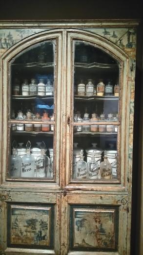 l'armoire de la pharmacie