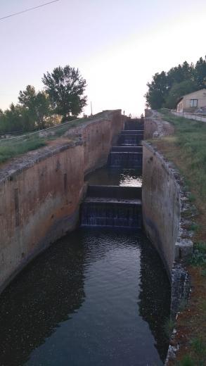 à Fromista, le canal change de hauteur...