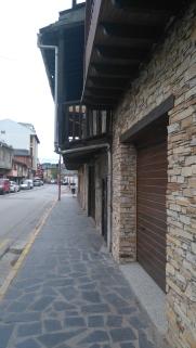 Il y a des balcons sous lesquels j'hésite à passer...