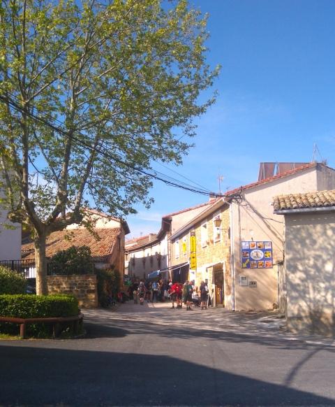 Qui dit village dit pause-café. Ici, à Zariquiegui.