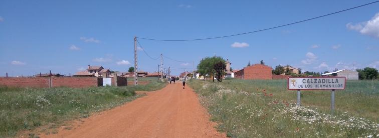 et l'arrivée dans un tout petit village agricole (la route principale n'est cimentée que dans le village)