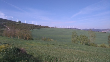 """Plus d'énergies nouvelles en Espagne que chez nous. À gauche la montée vers le """"Alto"""