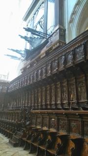Cathédrale (détail). Les tubes de l'orgue font un angle inhabituel
