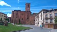Le principal monument de Najera. L'ancien monastère de Santa Maria la Real. À droite, le musée local.