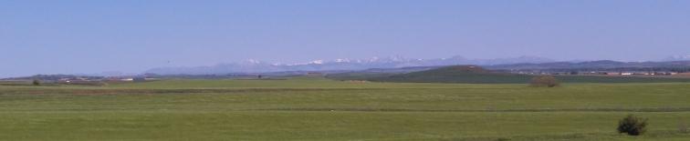 Peu avant cette arrivée, les montagnes enneigées à main droite
