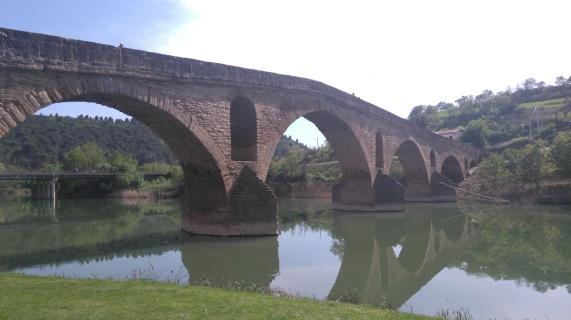 Le pont romain qui justifie le nom de la ville-étape, Puente la Reina.