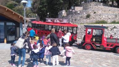 Au castillo, les enfants de la crèche sont venus admirer la vue sur Burgos, avec le petit train. La fête, quoi.