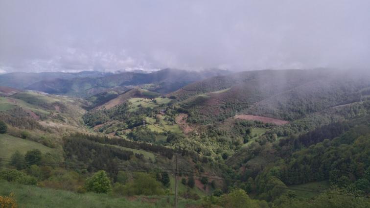 La vue depuis O Cebreiro quand le ciel se dégage enfin